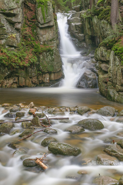 Wodospad Podgórnej Waterfall Podgórnej (547m.n.p.m.). Mariusz