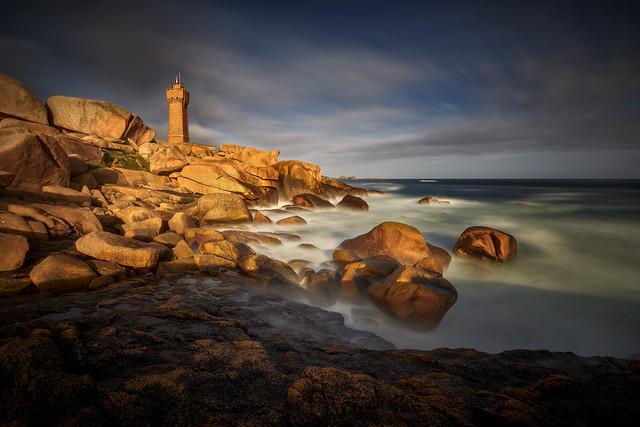 Czerwone skały Perros-Guirec Bretania , Francja - panorama JAN