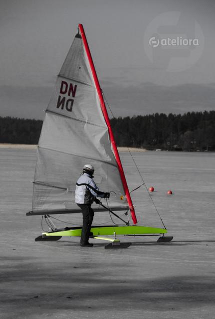 Tomasz Baranowski po jeziorze fruwa nie tylko kra...