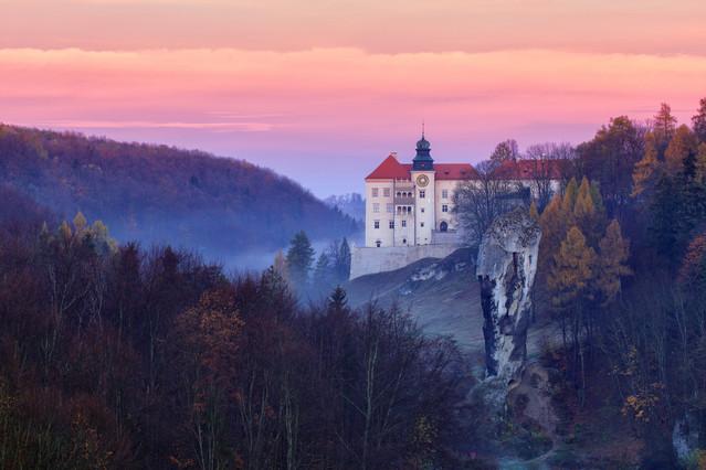 Ojcowski Park Narodowy Na zdjęciu Zamek Pieskowa Skała z Maczugą