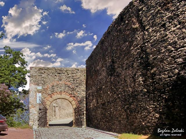 Zamek Bolków Zamek w Bolkowie góruje nad miasteczkiem położonym