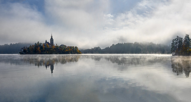 Poranek Jezioro Bled , Słowenia, panorama z czterech poziomych
