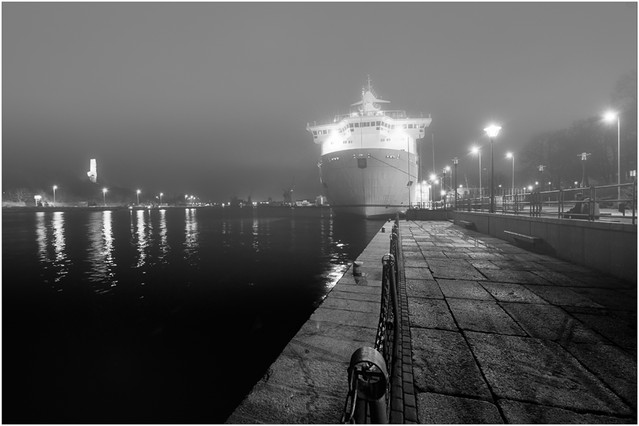 W nocnym porcie Port Gdanski prom ''Scandynawia'' JAN SIEMINSKI