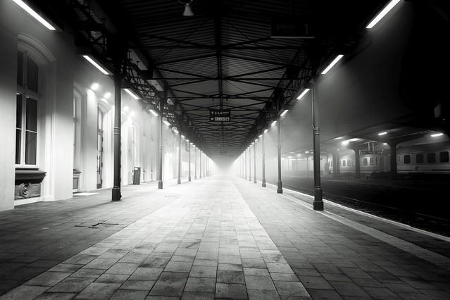 Krzysztof Tollas Stacja kolejowa w Pile - B & W